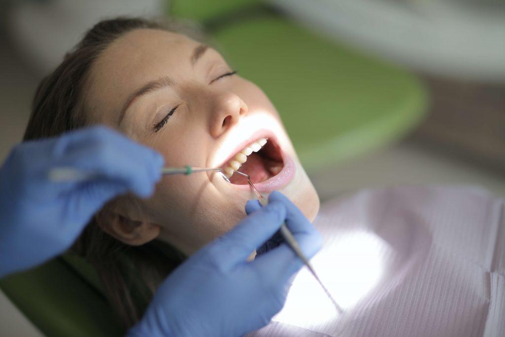 විදුරුමස් හා දත් මුල් දිය වීම-Oral Care- Dental Health-www.herbalvoice.lk