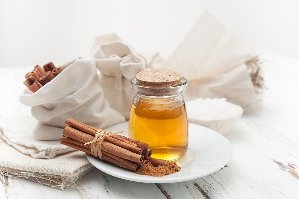 Ceylon Cinnamon Oil-www.herbalvoice.lk